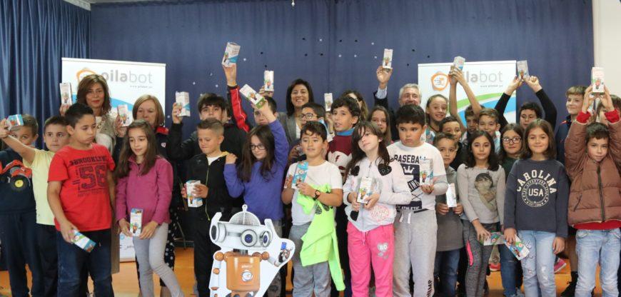 Pilabot presentación foto grupo alumnado BOBORÁS robot conselleira ángeles vázquez Julio Lema Ecopilas